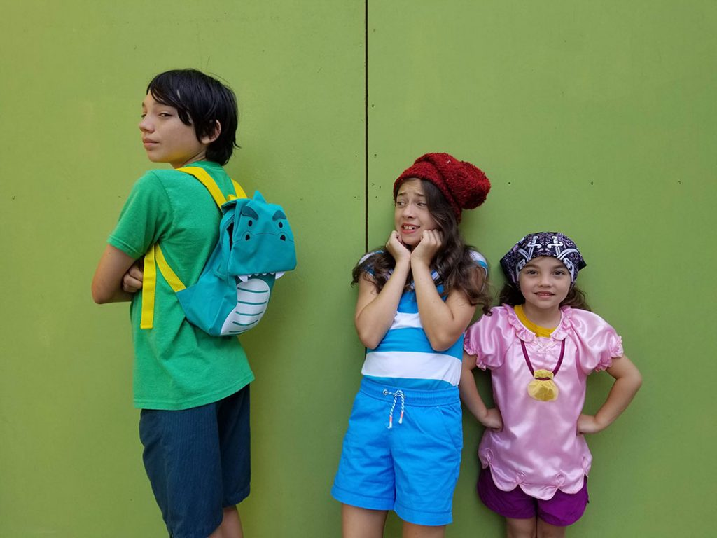 3 kids with easy halloween costumes